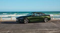 Nuova BMW Serie 4 Cabrio: con capote alzata