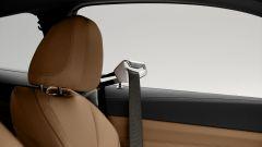 Nuova BMW Serie 4 Coupé: il braccetto robotizzato che porge la cintura di sicurezza