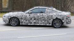 Nuova BMW Serie 4 Coupé: sulla coda si intravvede il piccolo spoiler
