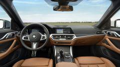 Nuova BMW Serie 4 Gran Coupé: l'abitacolo con interni in pelle color tabacco