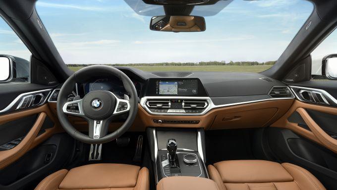 Nuova BMW Serie 4 Gran Coupé: l'abitacolo lussuoso e ''tecnologico''