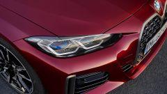 Nuova BMW Serie 4 Gran Coupé: un dettaglio dei fari anteriori disponibili anche con tecnologia laser