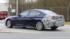Nuova BMW Serie 5:  cambia anche dietro