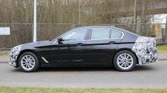 Nuova BMW Serie 5: di profilo le proporzioni non cambiano