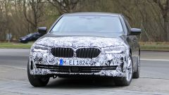 Nuova BMW Serie 5: fanali anteriori più affilati