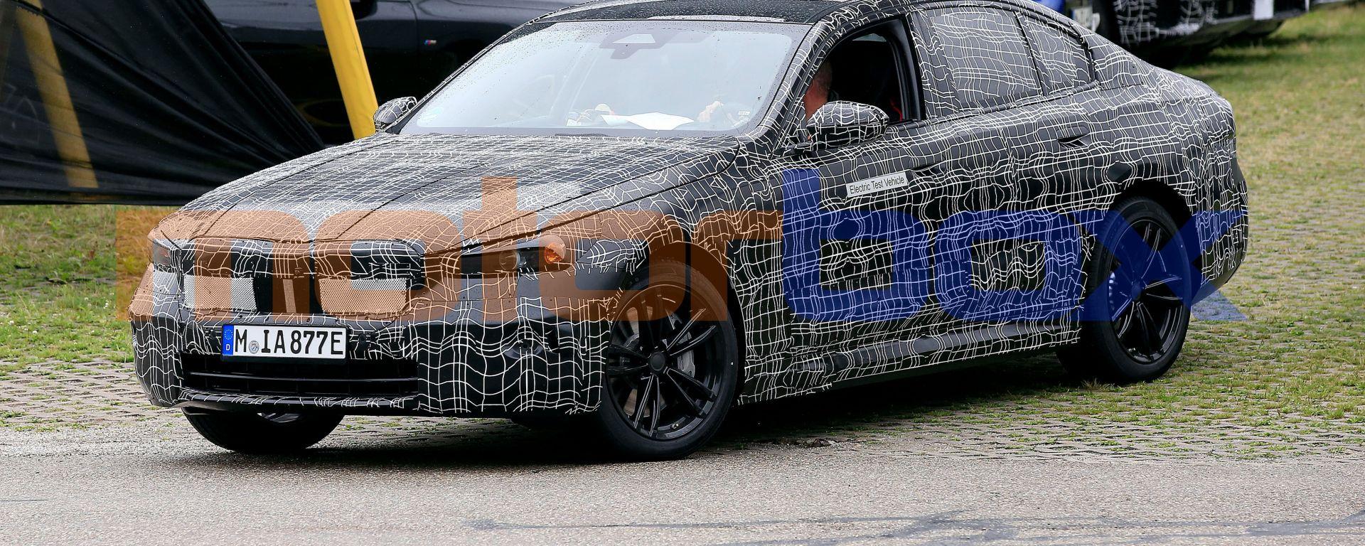 Nuova BMW Serie 5: le foto dei prototipi durante i test su strada