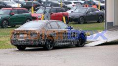 Nuova BMW Serie 5: motori benzina e diesel ibridi ma anche 100% elettrico