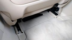 Nuova BMW Serie 5 Touring 2017: dettaglio delle guide di scorrimento dei sedili