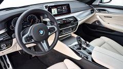 Nuova BMW Serie 5 Touring 2017: il posto di guida
