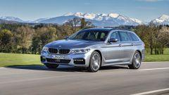 Nuova BMW Serie 5 Touring 2017: vista 3/4 anteriore sinistra