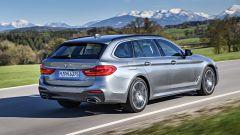 Nuova BMW Serie 5 Touring 2017: vista 3/4 posteriore destra