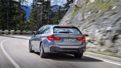 Nuova BMW Serie 5 Touring 2017: vista 3/4 posteriore sinstra