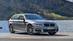 Nuova BMW Serie 5 Touring 2017: vista statica 3/4 anteriore