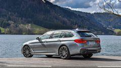 Nuova BMW Serie 5 Touring 2017: vista statica 3/4 posteriore