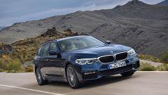 Nuova BMW Serie 5 Touring: i fari anteriori ora sono full led su tutte le versioni