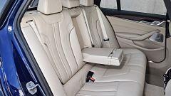 Nuova BMW Serie 5 Touring: i passeggeri posteriori hanno più spazio per testa e gambe