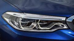 Nuova BMW Serie 5 Touring: il nuovo disegno delle luci anteriori