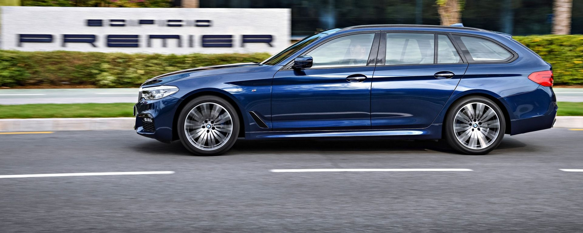 Nuova BMW Serie 5 Touring: vista laterale