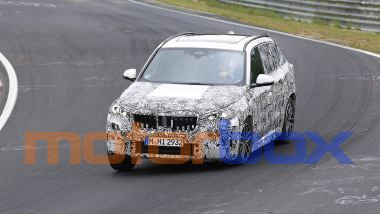 Nuova BMW X1 2022: visuale di 3/4 anteriore