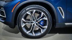 Nuova BMW X5 2018: arriva a montare cerchi da 22''