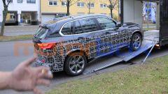 Nuova BMW X5 2021: cambiano fascioni e minigonne