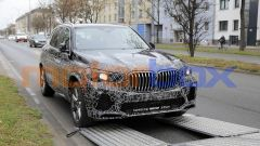 Nuova BMW X5 2021: foto spia del facelift