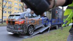 Nuova BMW X5 2021: gli autotrasportatori non gradivano che il prototipo venisse fotografato