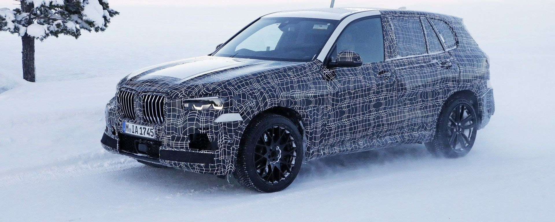 Nuova BMW X5 M: la foto spia