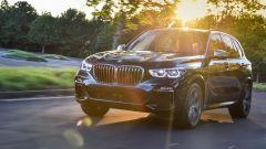 Nuova BMW X5 M50d, la supercar che ama le coccole - Immagine: 2