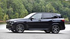 Nuova BMW X5 M50d, la supercar che ama le coccole - Immagine: 11