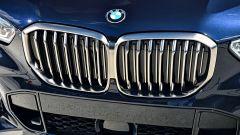 Nuova BMW X5 M50d, la supercar che ama le coccole - Immagine: 12