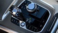Nuova BMW X5 M50d, la supercar che ama le coccole - Immagine: 16