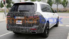 Nuova BMW X7 2022: dietro cambia poco rispetto all'attuale modello