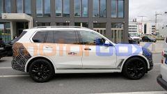 Nuova BMW X7 2022: fiancata massiccia per un SUV imponente