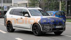 Nuova BMW X7 2022: scheda tecnica e foto del SUV tedesco