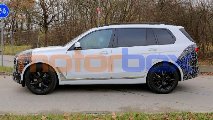 Nuova BMW X7 2022: grandi dimensioni ma proporzioni equilibrate