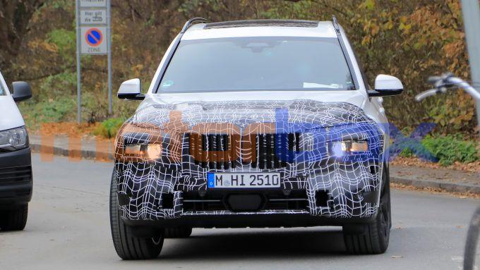 Nuova BMW X7 2022: proiettori anteriori tutti nuovi?