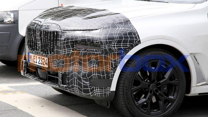 Nuova BMW X7: cambierà soprattutto davanti con nuovi proiettori full LED