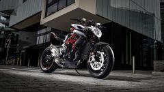 Nuova Brutale 800 RR è disponibile in due colorazioni: Ice/Nero Carbon e Rosso Shock Pearl/Nero