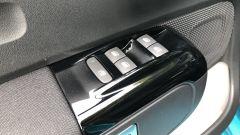 Nuova Citroen C3: i comandi degli alzacristalli sulla portiera sinistra
