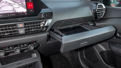 Nuova Citroen C4 2021: il pratico cassetto scorrevole davanti al passeggero
