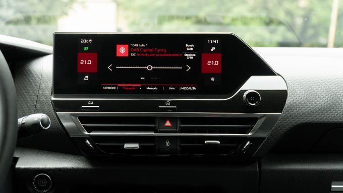 Nuova Citroen C4 PureTech 130 S&S EAT8 Shine: il touchscreen da 10'' dell'infotainment