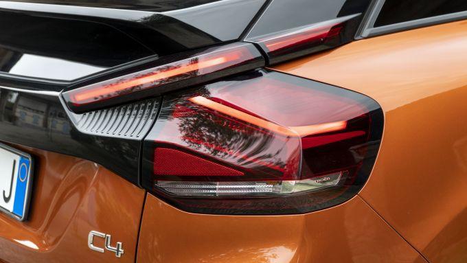 Nuova Citroen C4 PureTech 130 S&S EAT8 Shine: un dettaglio dei fari a LED posteriori