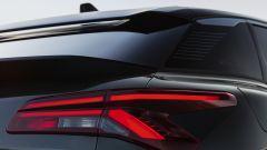 Nuova Citroën C5 X: un dettaglio della firma luminosa posteriore con tecnica a LED
