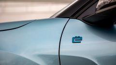Nuova Citroen e-C4: il logo sul parafango anteriore sinistro