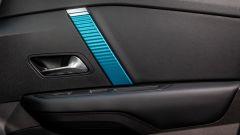 Nuova Citroen e-C4: le finiture azzurre in abitacolo