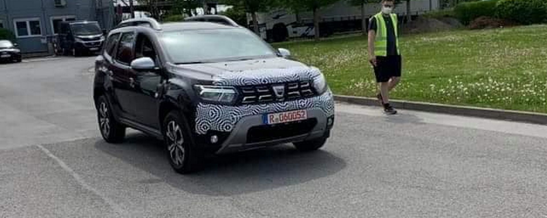 Dacia Duster, restyling in arrivo. Prime foto spia sui social