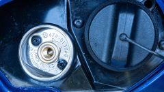 Nuova Dacia Duster TCe 100 ECO-G, il tappo di rifornimento di benzina e GPL