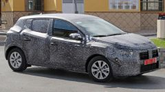 Nuova Dacia Sandero: il prototipo pizzicato durante i test
