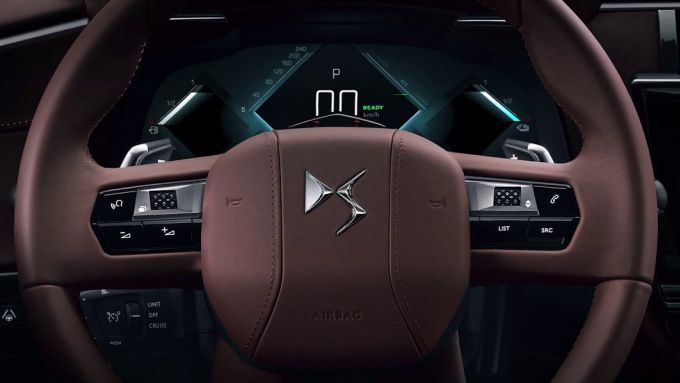 Nuova DS 9 2020: un dettaglio di strumentazione digitale e volante